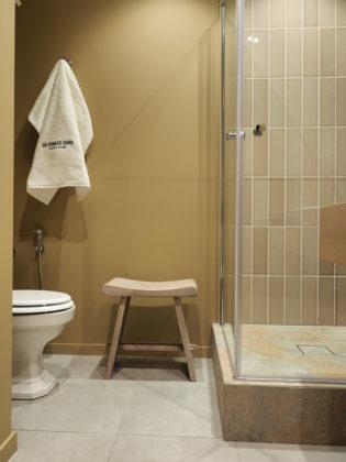Ванная комната в стиле лофт с недорогим дизайном