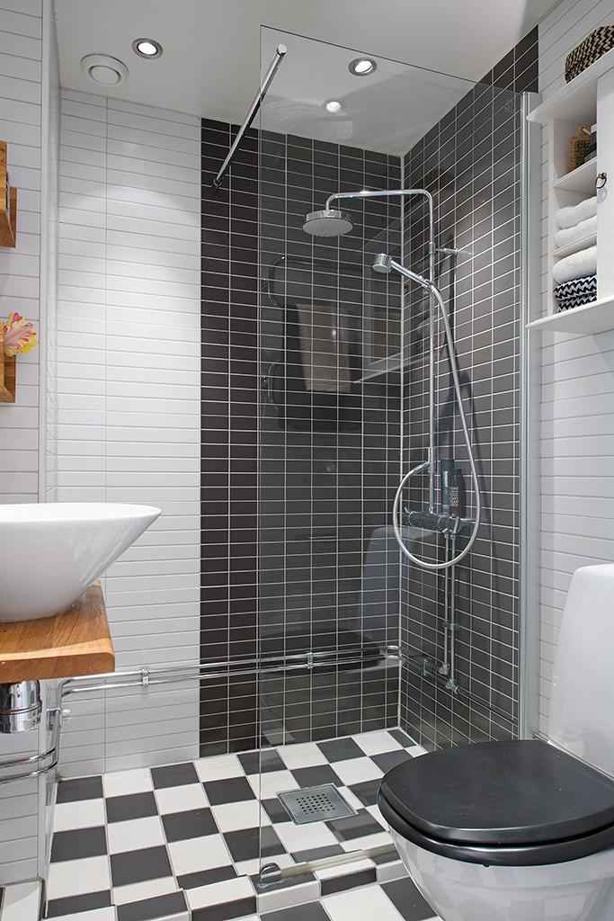 душевой уголок в маленькой ванной комнате фото