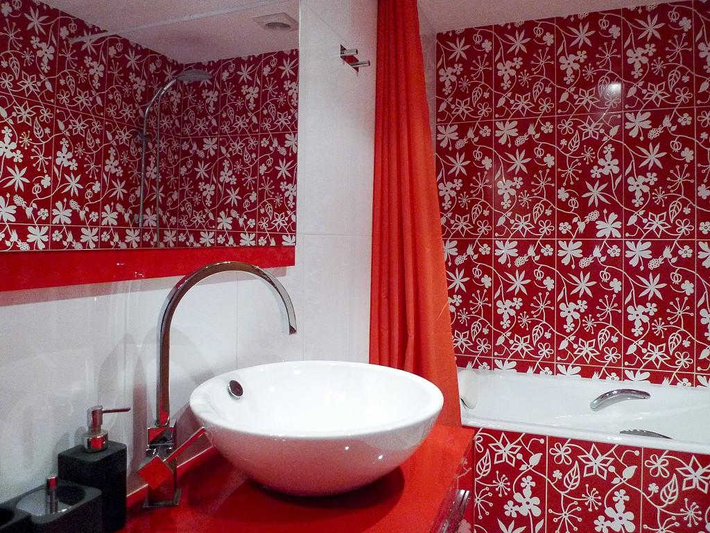 ванная комната красного цвета фото