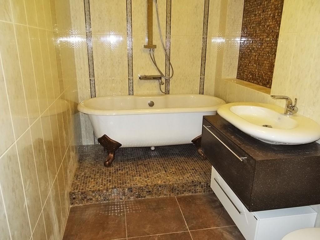 Недорогой дизайн ванной комнаты