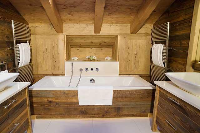 Отделка ванной комнаты в деревянном доме фото