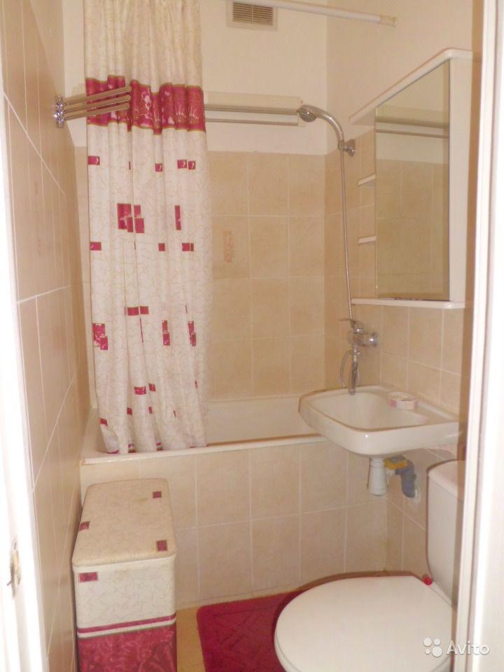 Пример ремонта ванной в брежневке со светлой плиткой