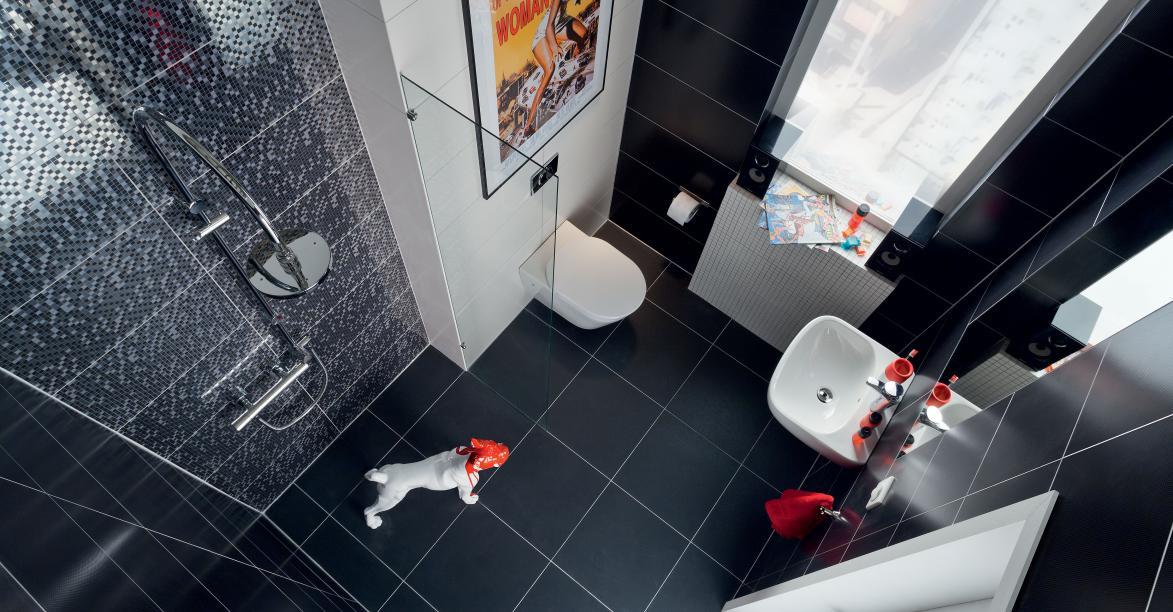 Черная плитка на полу и на стенах в ванной