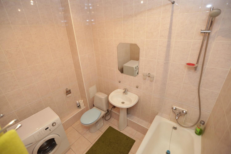 Фото дизайна совмещенных ванной и туалета в хрущевке