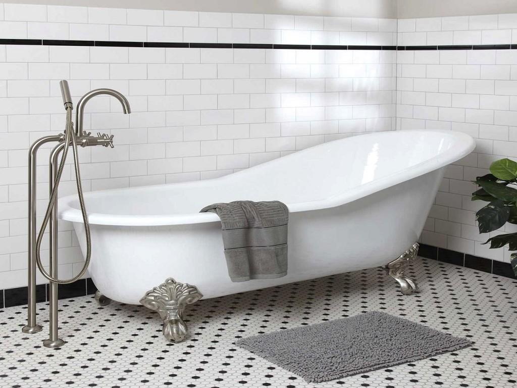 Чугунная ванна в ретро стиле.
