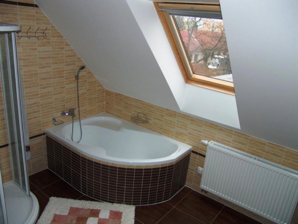 Ванная в мансарде фото