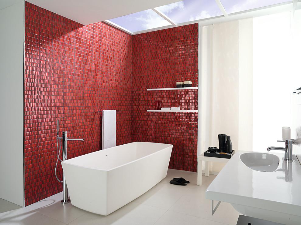 Ванная комната в красно белом цвете фото