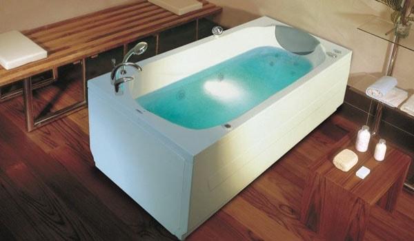 Фото: прямоугольная акриловая ванна