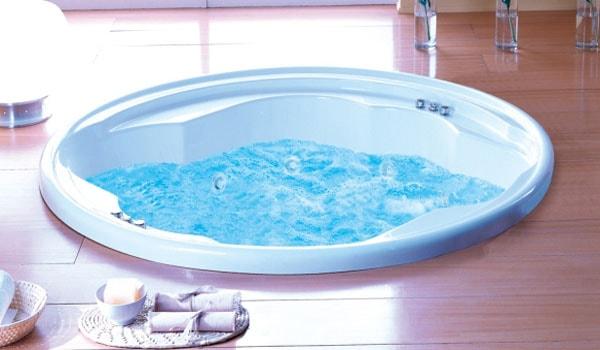 Фото: круглая ванна