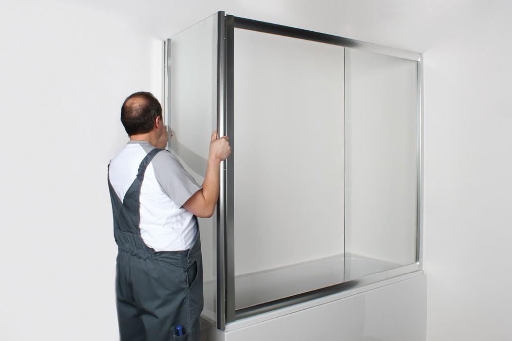 Раздвижные шторы для ванной можно изготовить самостоятельно, их монтаж будет проводиться аналогично покупным конструкциям