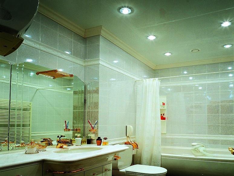 потолок в ванной