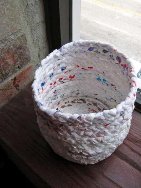 plastic-bags03 Корзина для белья своими руками: как сделать для дома