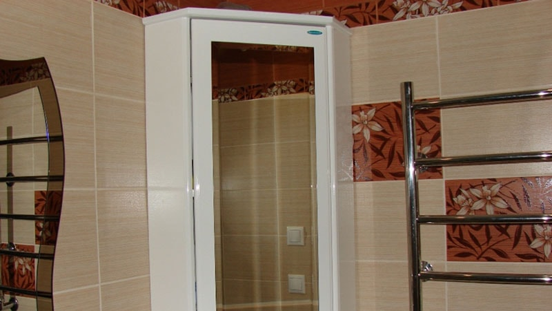 Зеркало со шкафчиком в ванную комнату