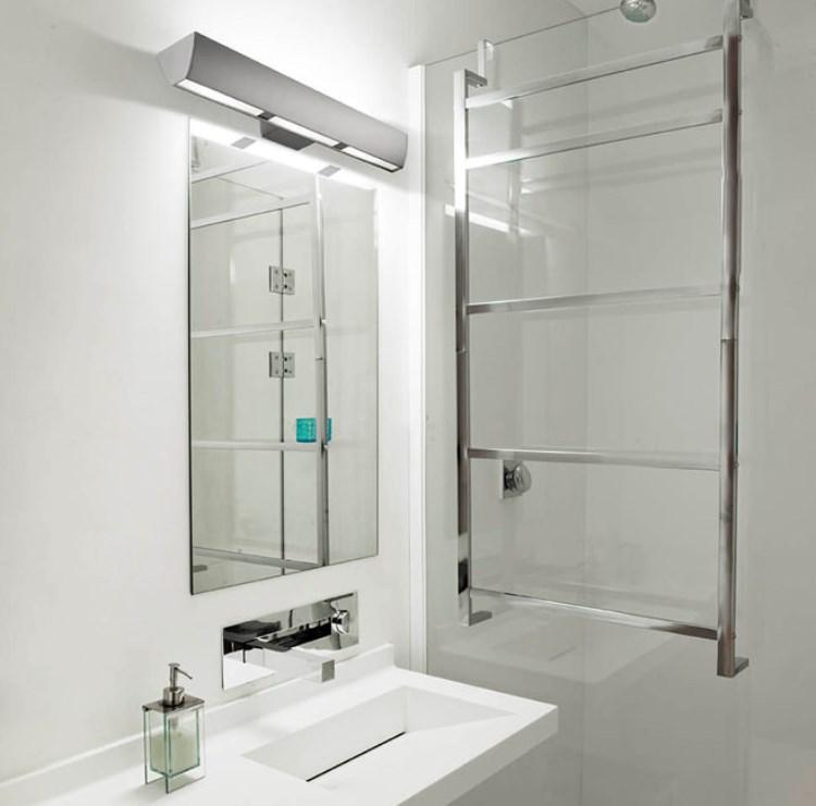 светильник на зеркало в ванной