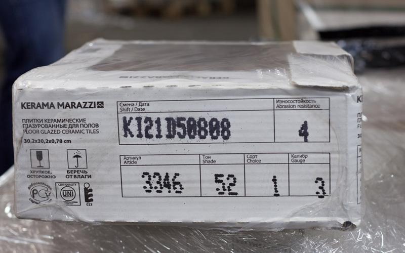 Упаковка плитки с обозначениями калибра и тона