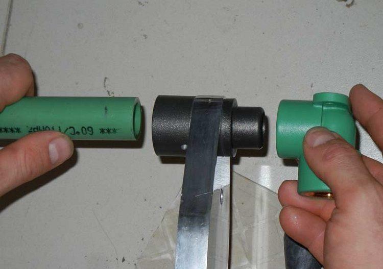 Как соединить пластиковые трубы. Полипропиленовые трубы надежно соединяются методом горячей сварки