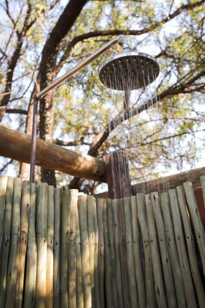 Самодельная стойка, смонтированная на заборе