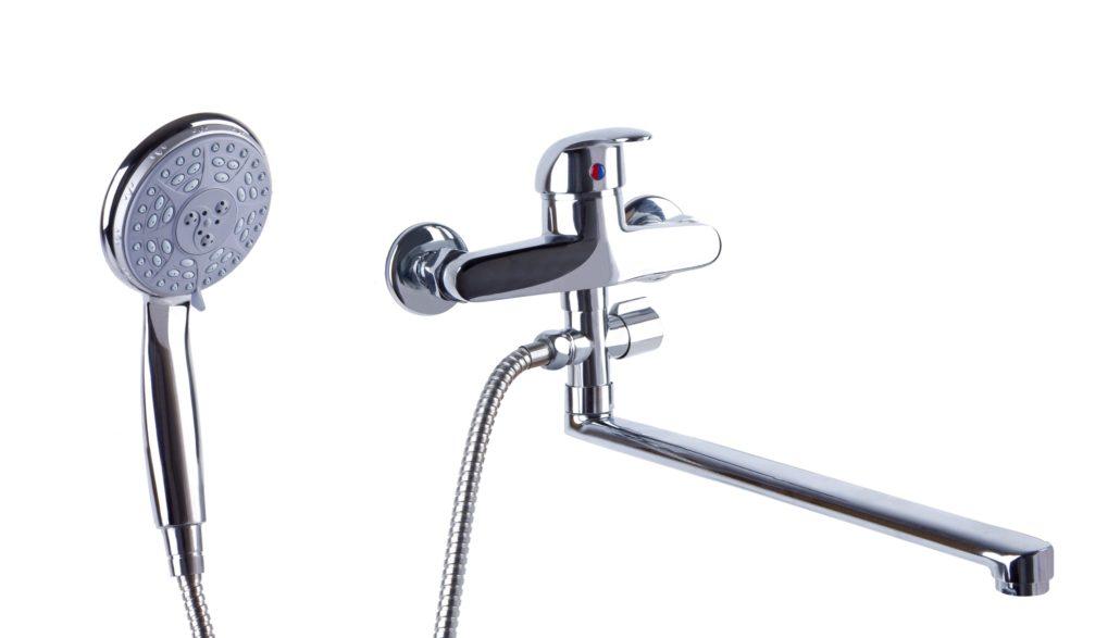 Смеситель для ванной и умывальника, однорукояточный, настенный, с аэратором