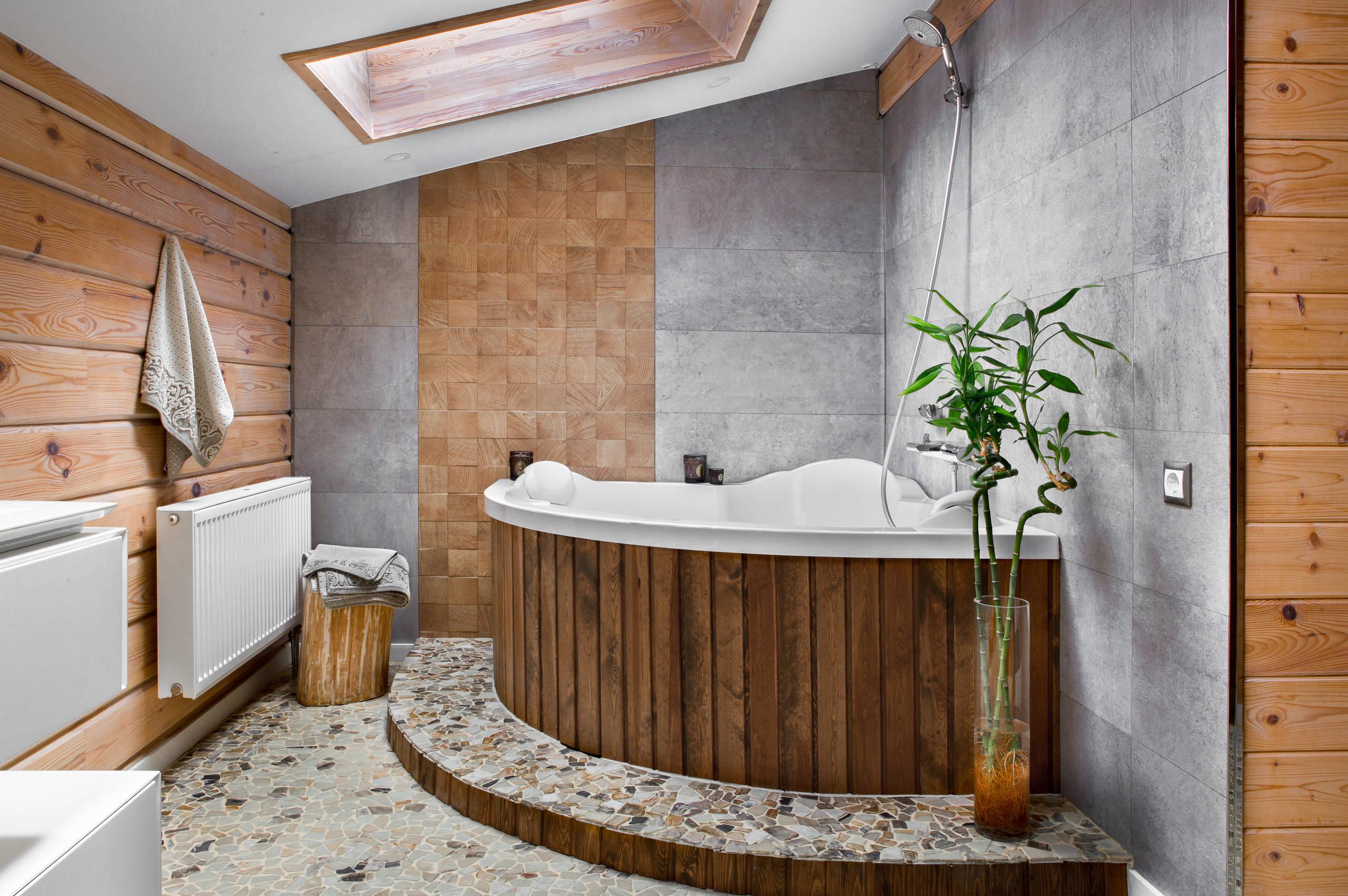 Ванная комната с деревянными вставками