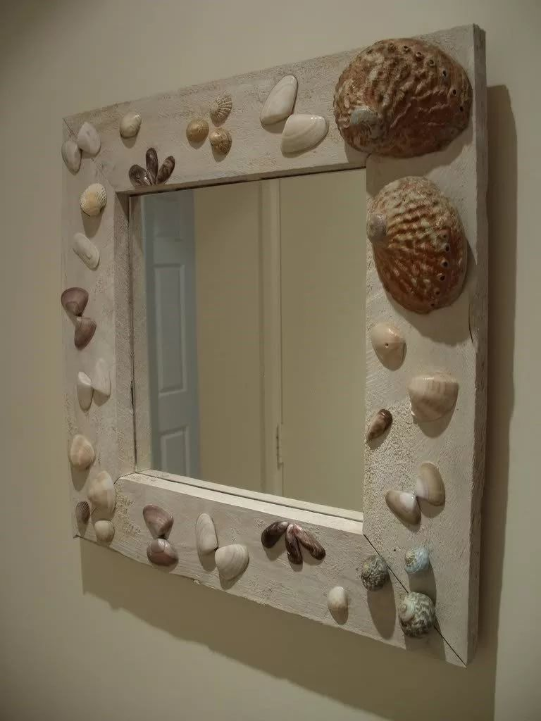 Зеркало в ванной комнате, декорированное ракушками
