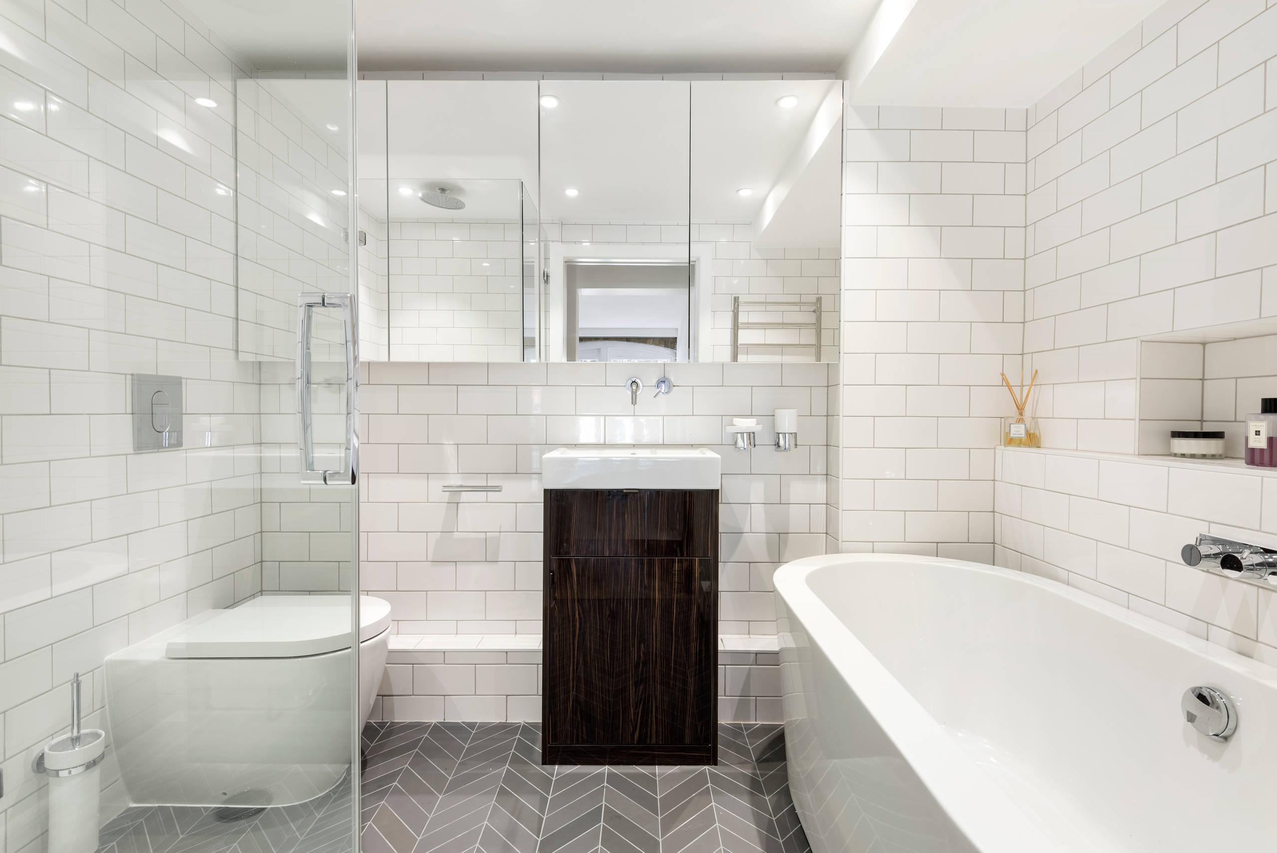 Свежая идея для дизайна: ванная комната среднего размера в современном стиле