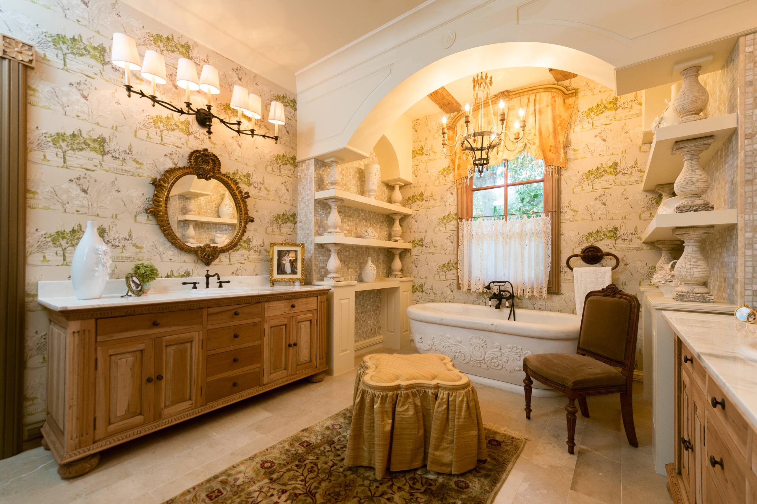 Роскошная ванная в стиле прованс