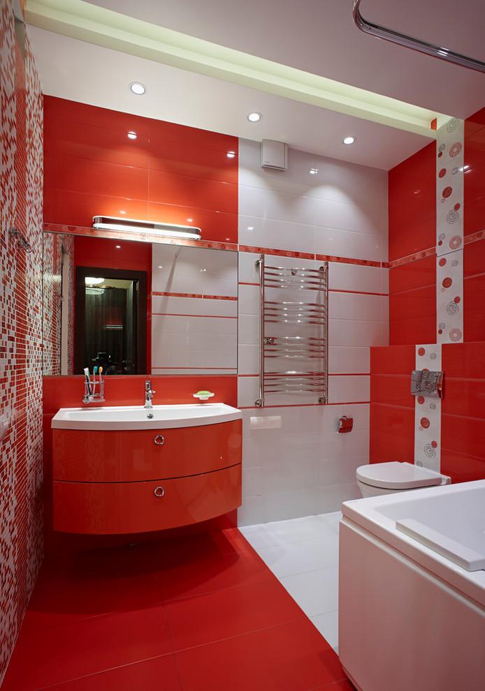 Ванная комната в современном стиле в красно-белых тонах