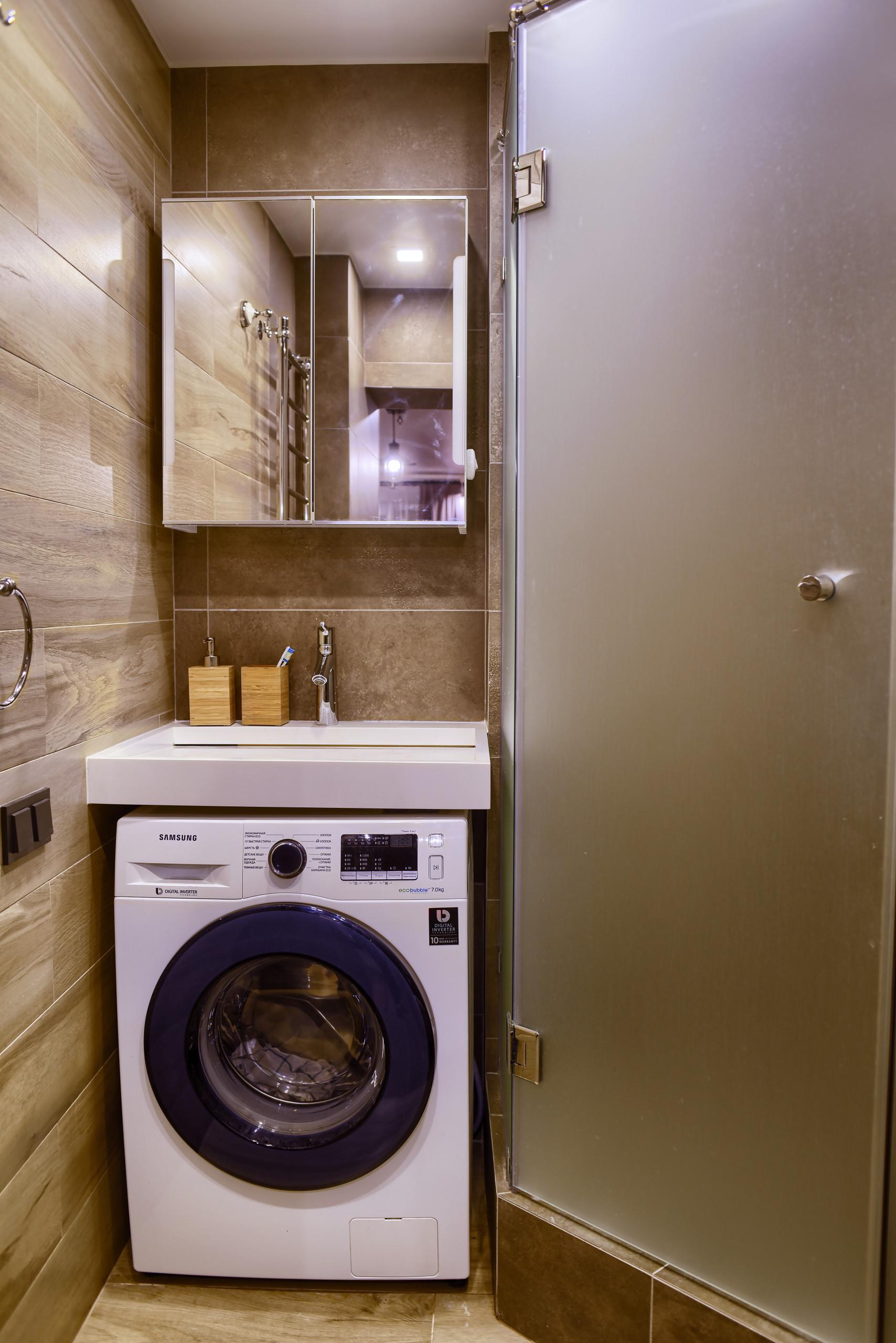 Маленькая ванная комната с угловым душем в стиле лофт