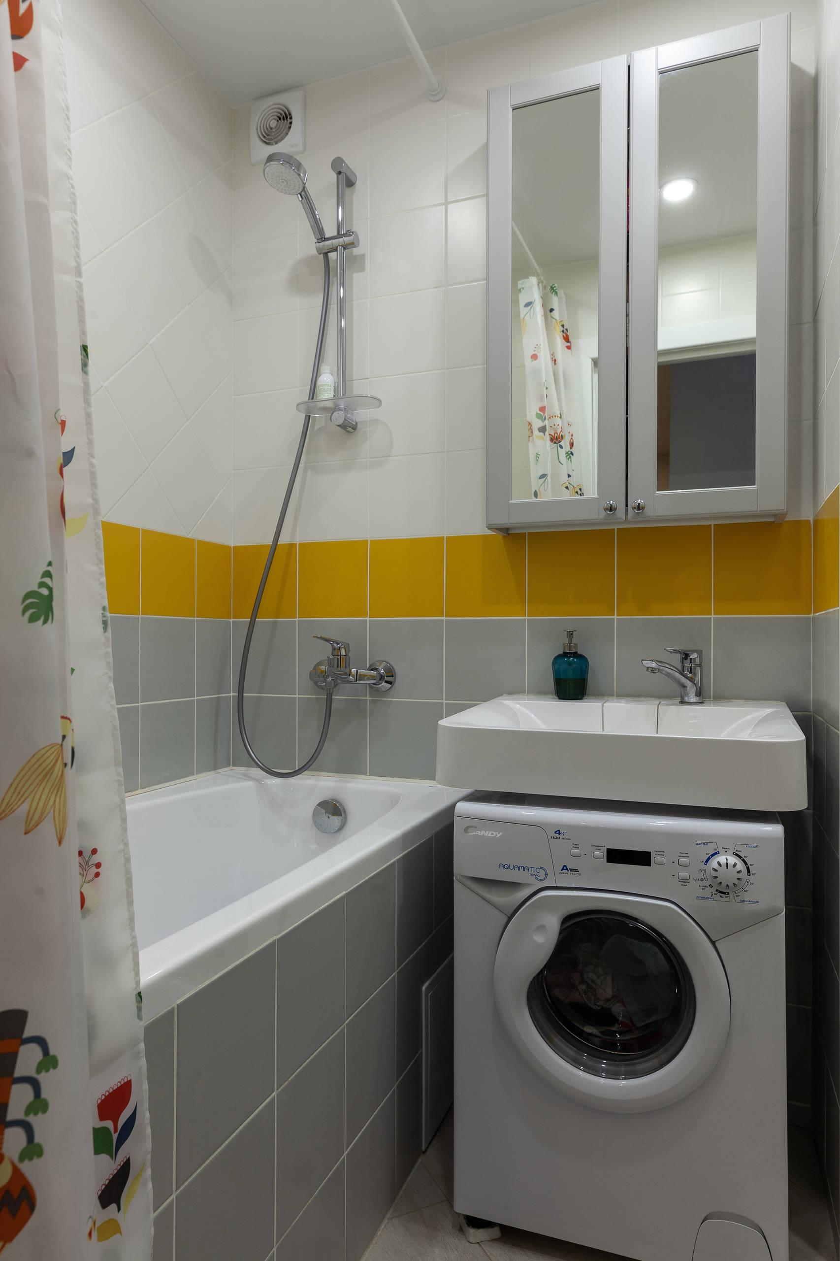 Маленькая ванная в скандинавском стиле с раковиной-кувшинкой