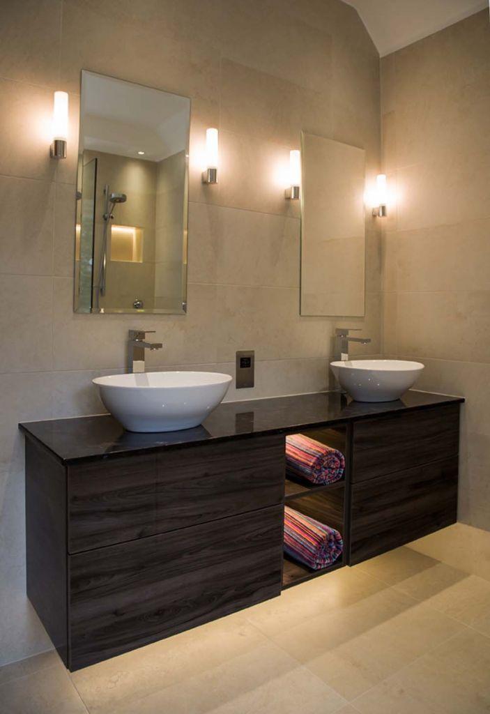 Настенное освещение в ванной комнате