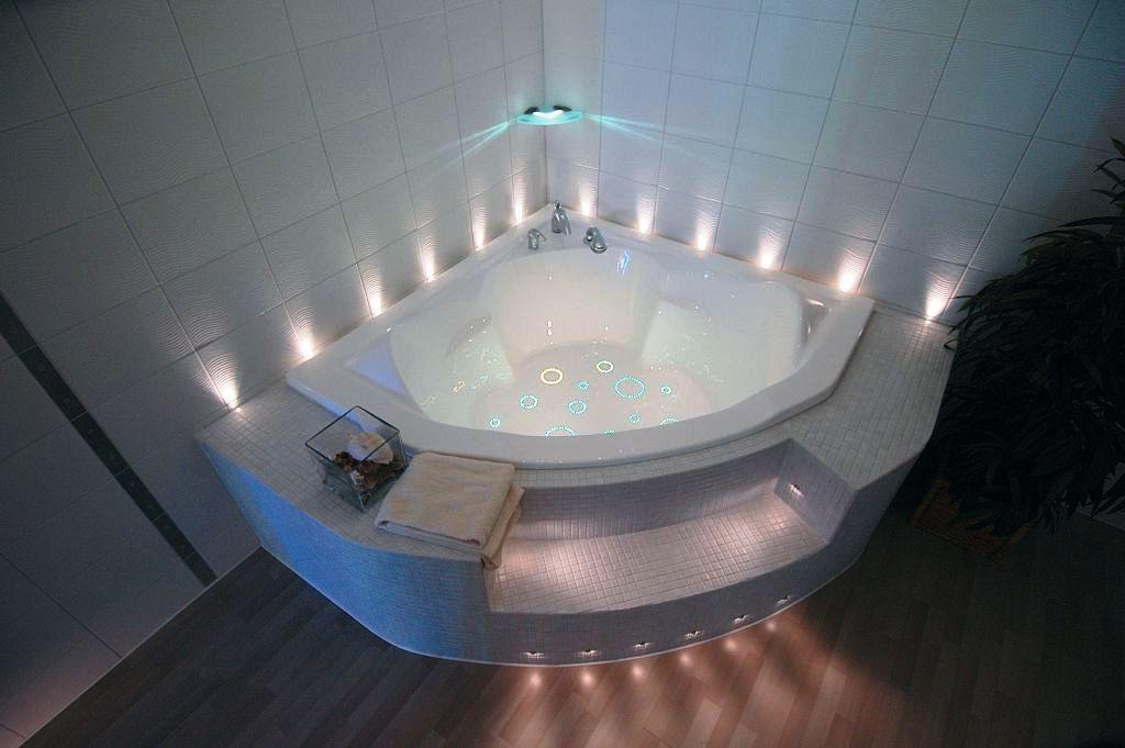Нижнее или романтическое освещение в ванной комнате